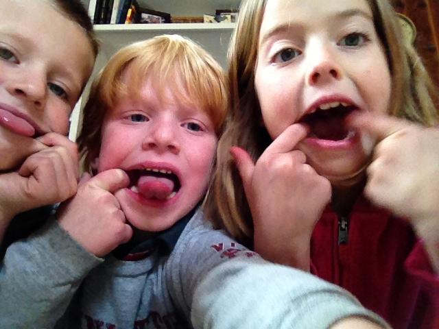 GDI - TG kids selfie